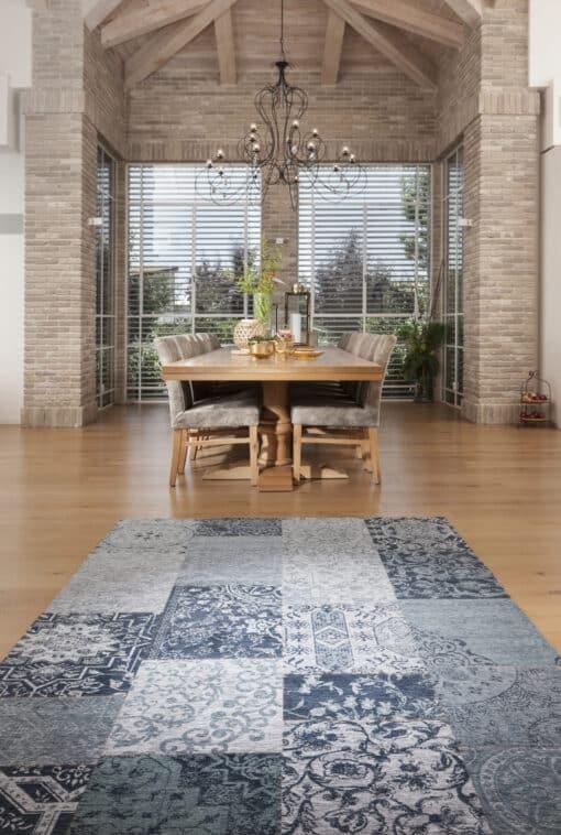שטיח פטרה לחדר אוכל בצבע כחול