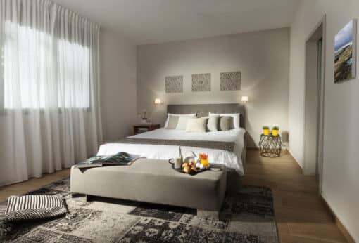 שטיח פטרה בצבע שחור לחדר שינה