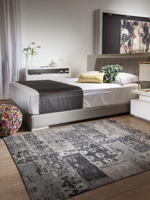 שטיח פטרה לחדר שינה בצבע שחור